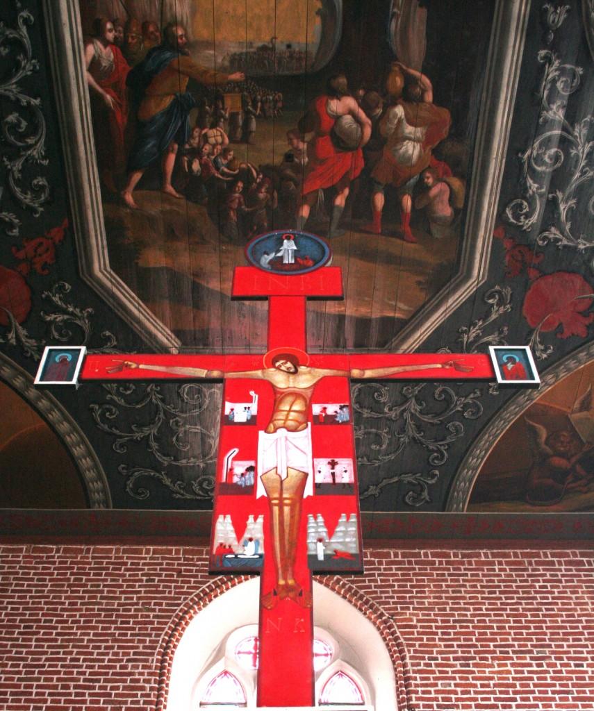 Krzyż nad ikonostasem i widoczne malowidło barokowe, fot. Łukasz Necio
