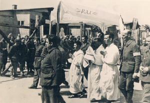 Stalag IA Stablack, uroczystość Bożego Ciała -3, foto od Barbary Trojanek ze Zbąszynia,popr.
