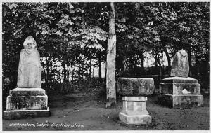 Staropruskie rzeźby tzw. Bartki w Bartoszycach w okresie międzywojennym, żródło fotopolska.eu