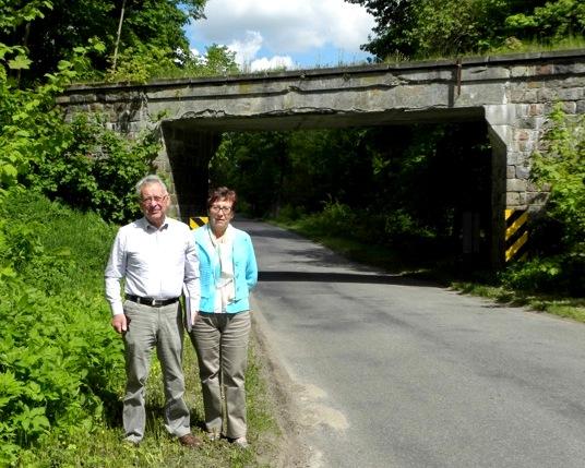 Chritian i Jeanette przy wiadukcie kolejowym koło Górowa Iławeckiego, 20 maja 2015